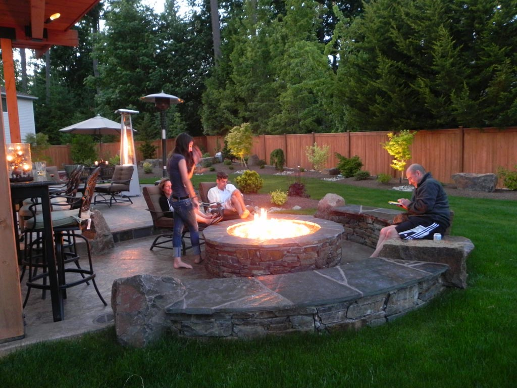 Backyard Design Ideas with Fire Pit