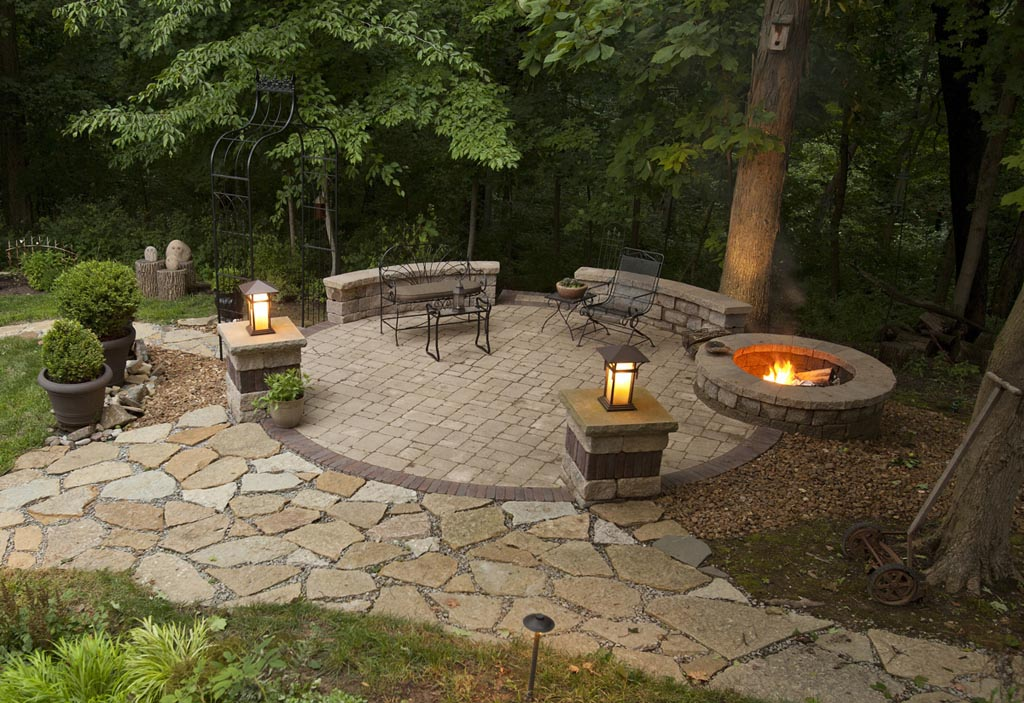 Backyard patio ideas with fire pit fire pit design ideas for Backyard rock fire pit ideas
