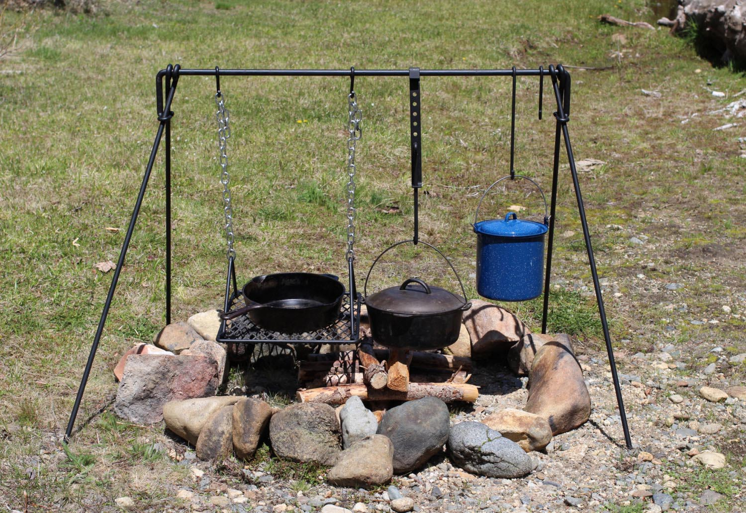 Fire pit cooking tripod fire pit design ideas for Diy cooking