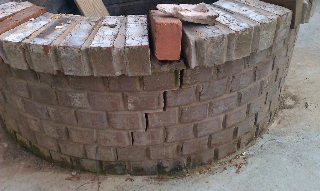 4 ways to make a fire pit fire pit design ideas for Brick fire pit construction