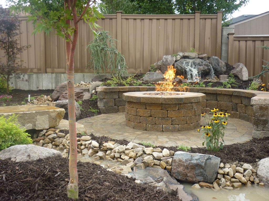 Brick paver patio with fire pit fire pit design ideas for Backyard brick fire pit