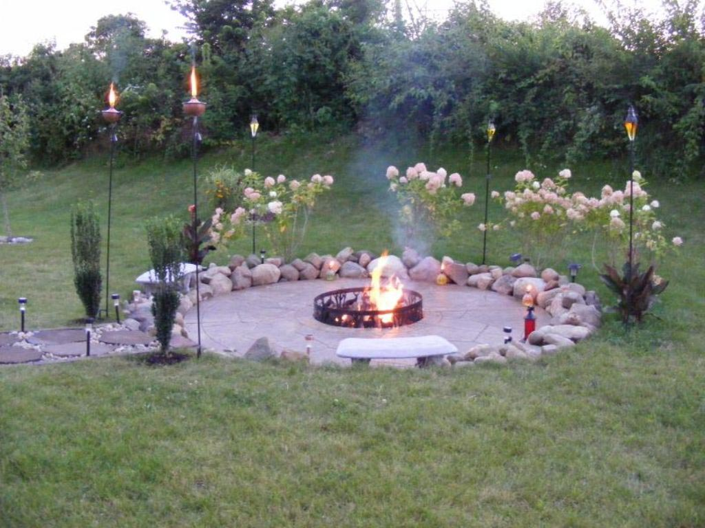 Homemade backyard fire pit fire pit design ideas for Backyard rock fire pit ideas