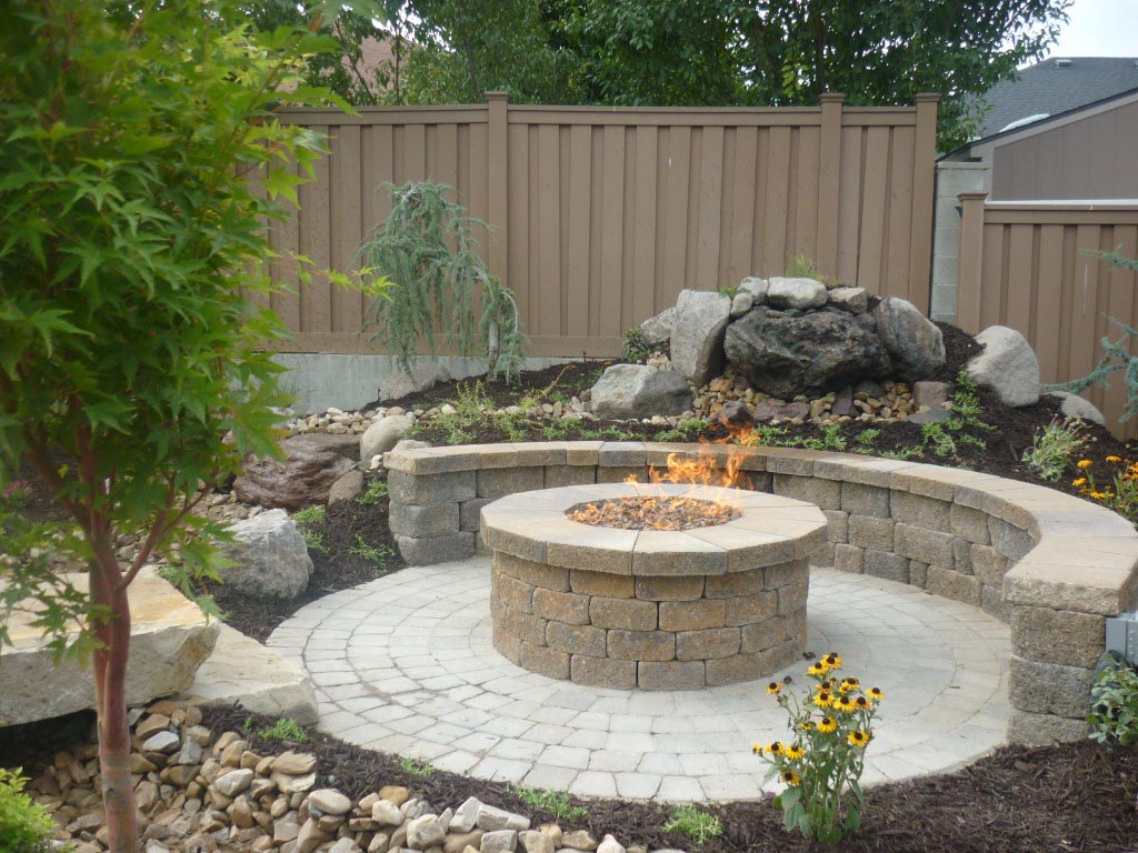 Making a fire pit with pavers fire pit design ideas for Garden designs with stone circles
