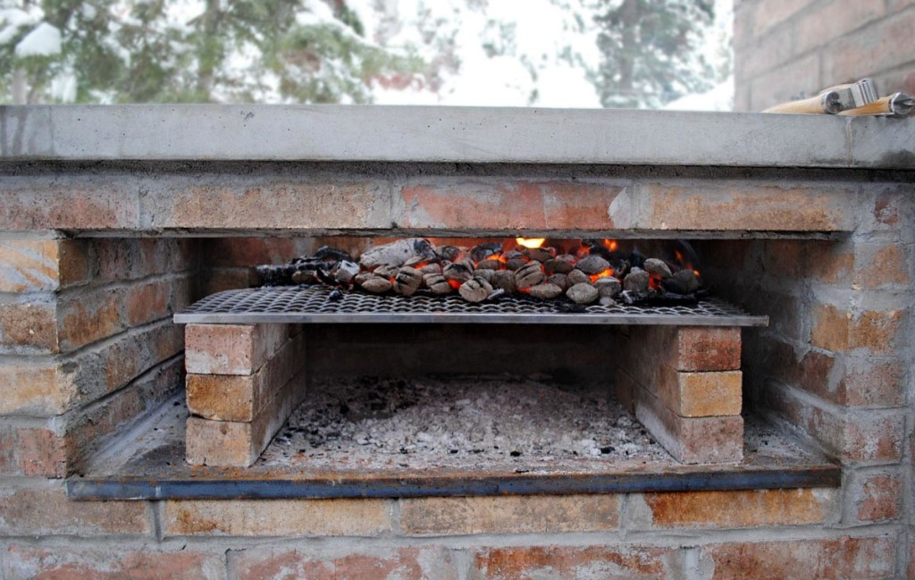 Bbq fire pit design ideas - Building an outdoor brick barbecue ...