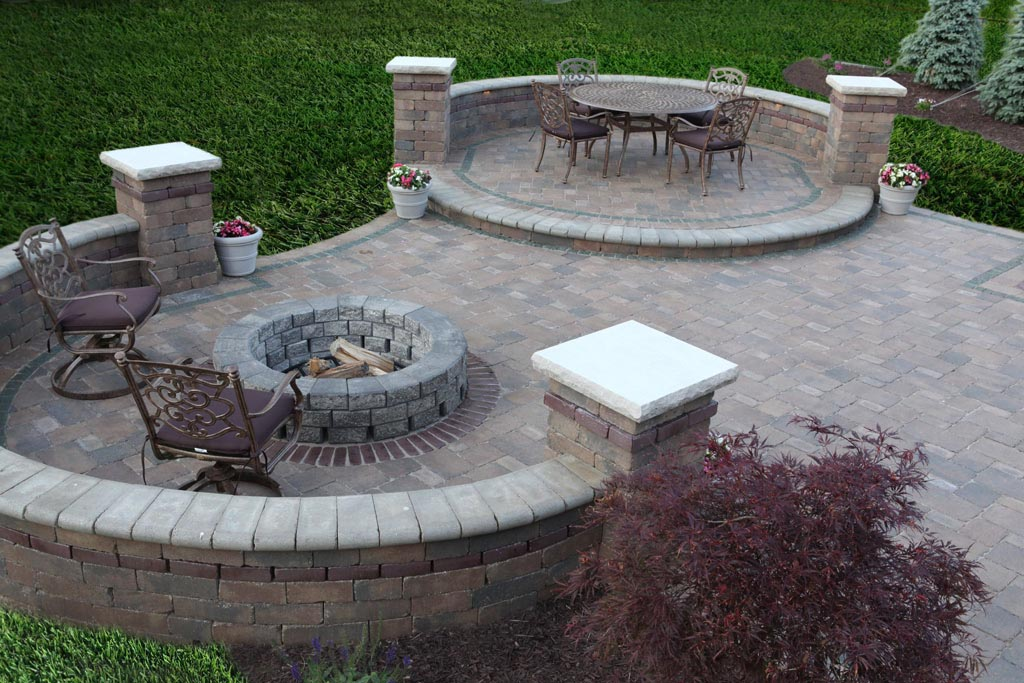Great Paver Patio Designs With Fire Pit